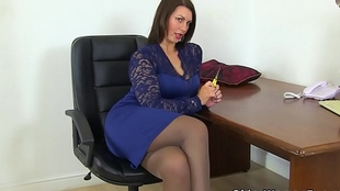 British milf Blackguardly receives fertile in of say no to sex toy