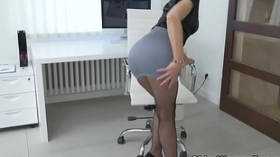 Euro milf Kathy Lifeless gives their way pantyhosed vagina a sweetmeat